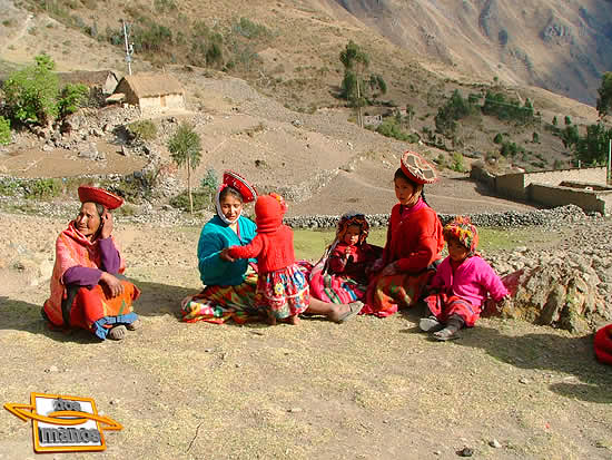 Womens and children in Lares