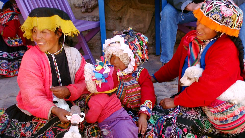 Local Women in Ollantaytambo